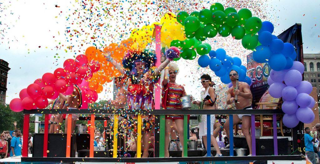 Una carroza en el Philadelphia Pride - Foto de R. Kennedy para Visit Philadelphia